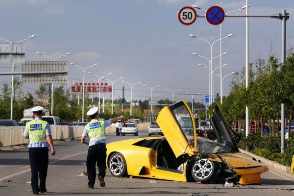The wrecked Lamborghini.