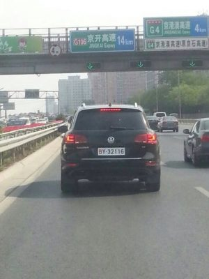 volkswagen-touareg-spotted-in-beijing-with-new-military-license-plates-01