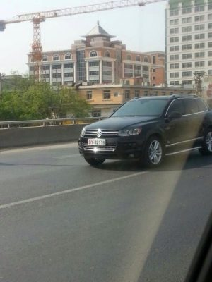 volkswagen-touareg-spotted-in-beijing-with-new-military-license-plates-02