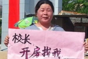 Chinese woman's rights activist Ye Haiyan protests in Hainan against a school principal who took 6 elementary schoolgirls to a hotel, telling him if he wants to get a room, he can come find her instead and spare the children.