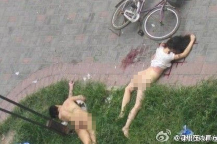 couple-fall-off-building-having-sex-by-t