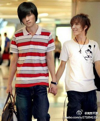 Photoshoped pic of Han han and Guo Jingming as a gay couple