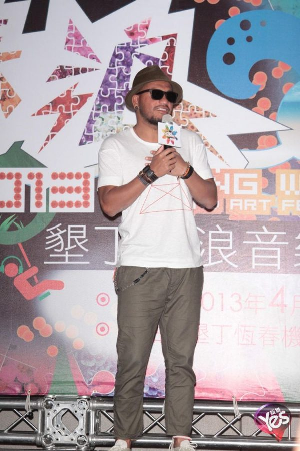 Chang Chen-yue at the Spring Wave Music and Art Festival 2013 in Kending