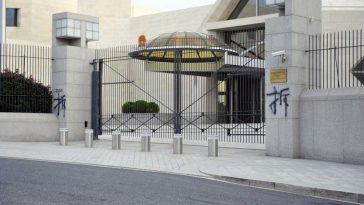 """The Character """"Demolition"""" Appearing on Gate Post of Chinese Embassy in US"""