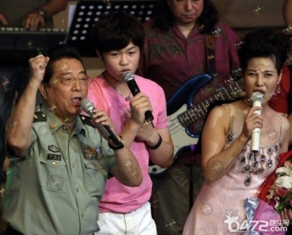 Li Tianyi and his parents.