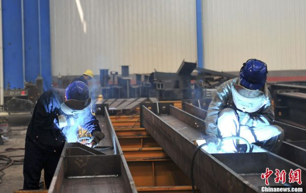 Young villagers are learning welding skills.