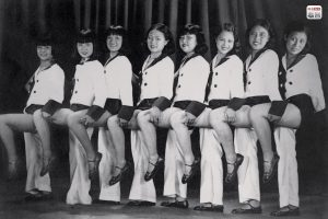 "1930, Zhou Xuan (third from left), the star singer known as the ""Golden Voice"". She initially performed in the Bright Moonlight Singing and Dancing Troupe and later became a famous movie star, playing the leading role in 43 films. (Photo source: Shanghai: 1842-2010, Portrait of a Great City Post Wave Publishing)"