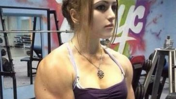 Julia Vins in gym.