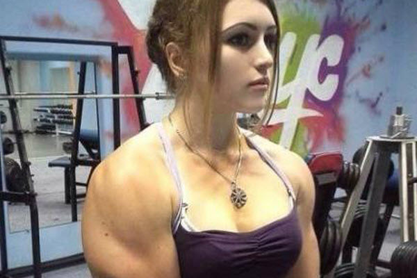 Julia Vins in gym.