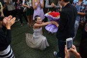 A female university student at Shantou University in China proposed to another male student in a wedding dress and with a bouquet of flowers on this year's Singles Day.