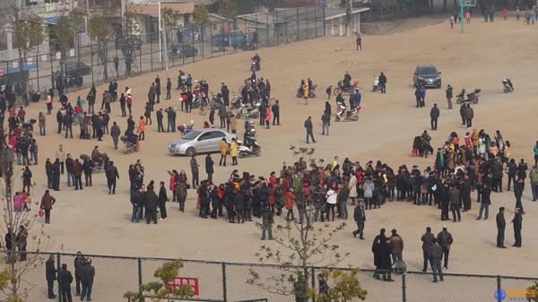 Hundreds of teachers boycott classes protesting