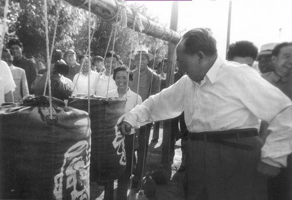 mao-zedong-05-1964-punching-bag