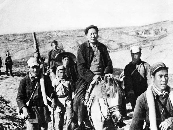 mao-zedong-17-1947-mao-on-horseback