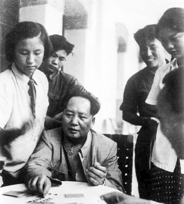 mao-zedong-21-1954-poker-with-workers