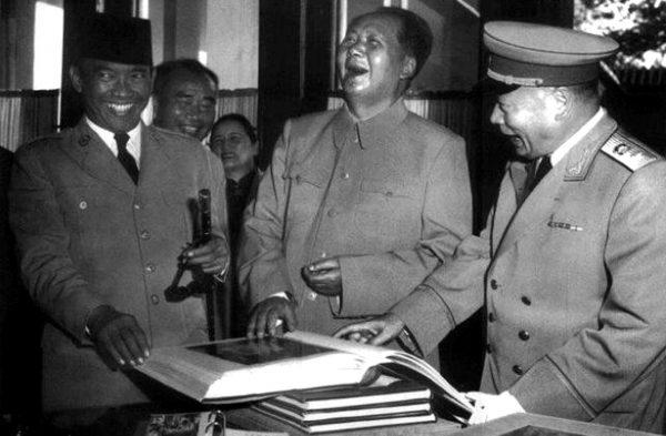 mao-zedong-22-1956-indonesian-president-sukarno