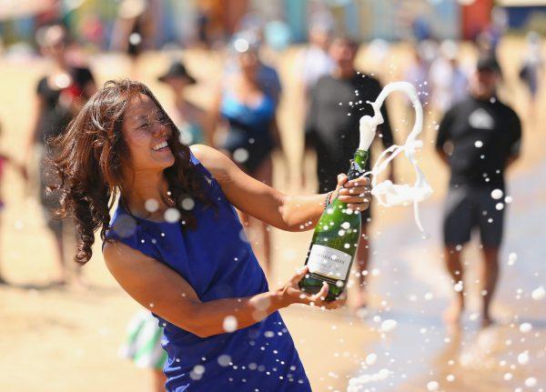 li-na-melbourne-beach-australian-open-trophy-champagne-02