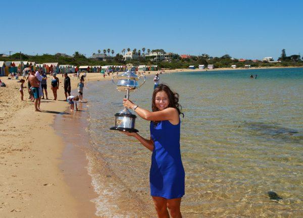 li-na-melbourne-beach-australian-open-trophy-champagne-07