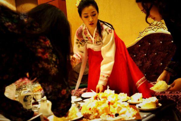 Pu Meixiang cut a western cake