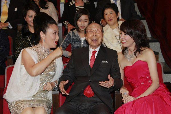 Sir Run Run Shaw at Hong Kong TVB's 43rd Anniversary.