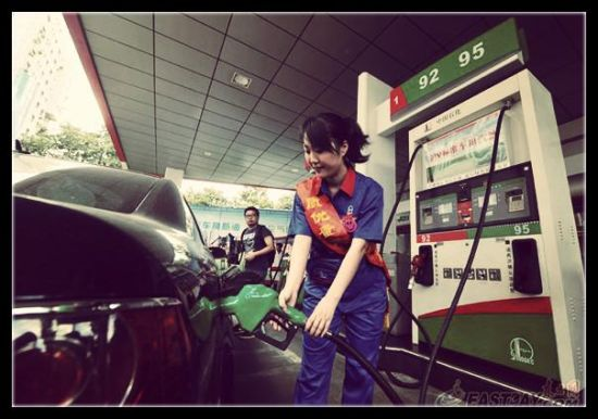 A worker fueling cars in a Sinopec station
