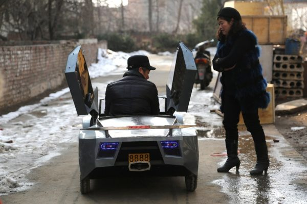 chinese-grandfather-builds-homemade-lamborghini-electric-car-to-take-grandson-to-school-09