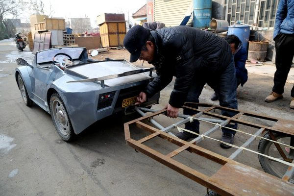 chinese-grandfather-builds-homemade-lamborghini-electric-car-to-take-grandson-to-school-11