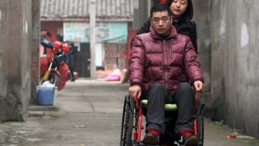 Yang Na and her paralyzed boyfriend Yan Hongbo.