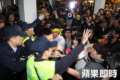 Security stationed at the Legislative Yuan were caught off-guard; the assembly hall was breached, then occupied by the students.