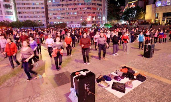 china-public-plaza-dancing-03