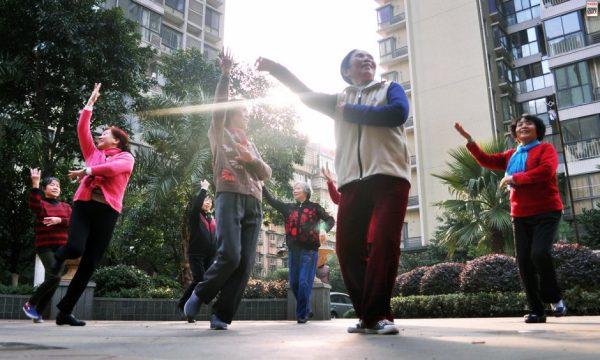 china-public-plaza-dancing-04