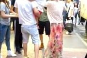 mainland-parents-fight-with-hong-kongers-over-child-urinating-on-street-01