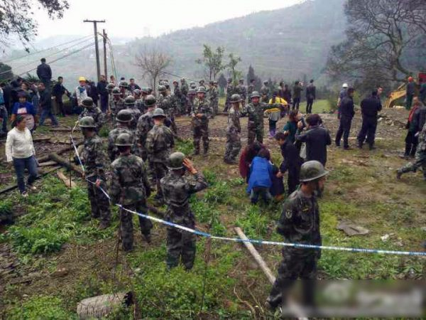 sichuan-gulin-villagers-clash-with-police-over-old-tree-09