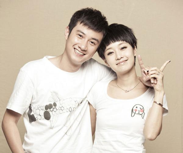 wen-zhang-ma-yili-white-t-shirts