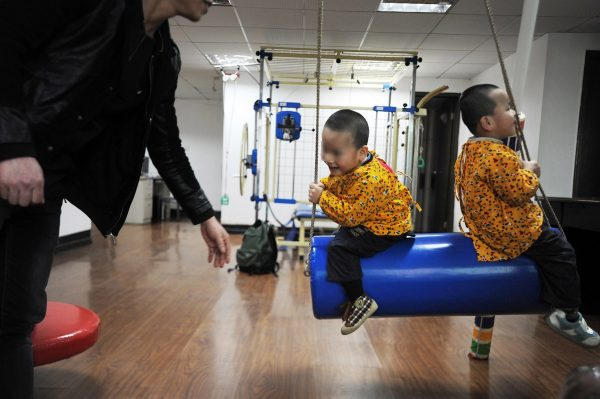 china-twins-cerebral-palsy-parents-10
