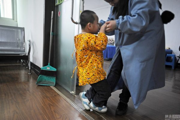 china-twins-cerebral-palsy-parents-11