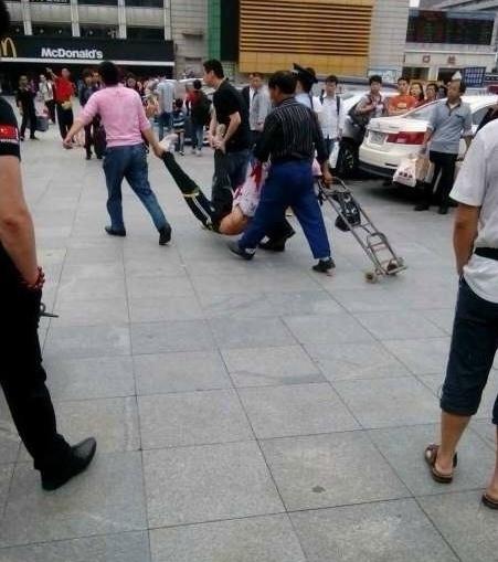 guangzhou-train-station-knife-attack-06