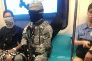 Fully-armed male passenger on Taipei MRT,  with a M4 replica air-rifle in tow.
