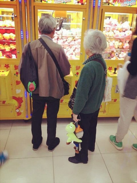 old-couple-at-arcade