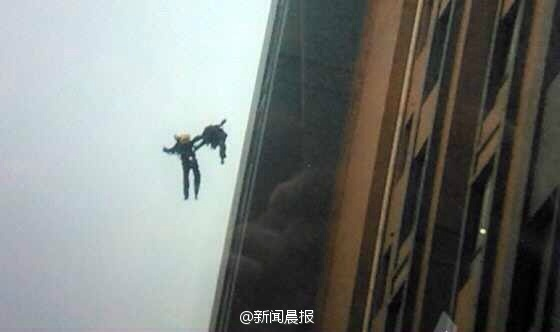 shanghai-chinese-firefighters-fall-from-building-01