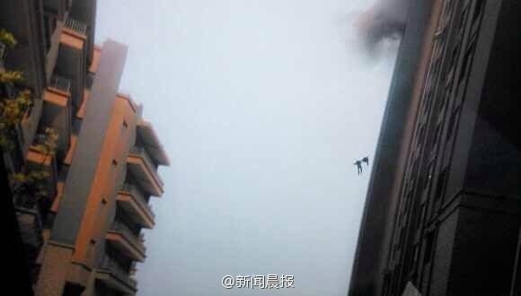 shanghai-chinese-firefighters-fall-from-building-02