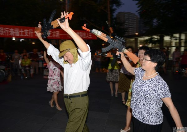 beijing-chinese-aunties-fight-imperial-japanese-devils-toy-guns-street-performance-05