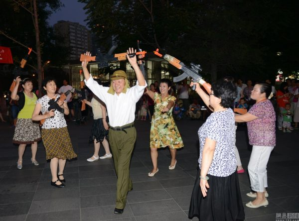 beijing-chinese-aunties-fight-imperial-japanese-devils-toy-guns-street-performance-06