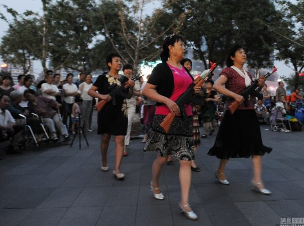 beijing-chinese-aunties-fight-imperial-japanese-devils-toy-guns-street-performance-17