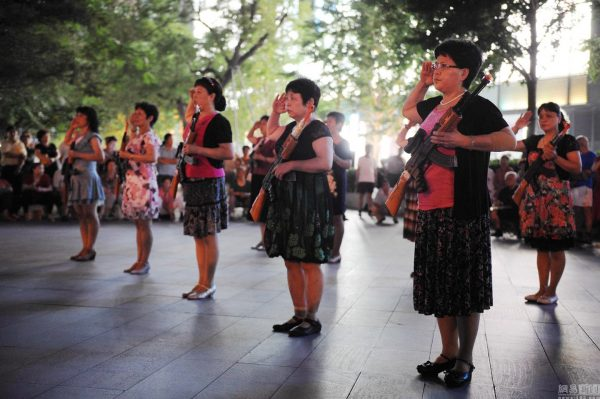 beijing-chinese-aunties-fight-imperial-japanese-devils-toy-guns-street-performance-19
