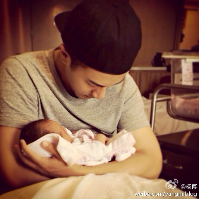 Hawick Lau, Hong Kong actor and singer and husband to Yang Mi, with his baby daughter.