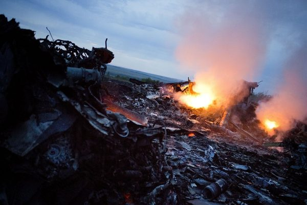 malaysia-airlines-mh17-shot-down-over-ukraine-crash-04