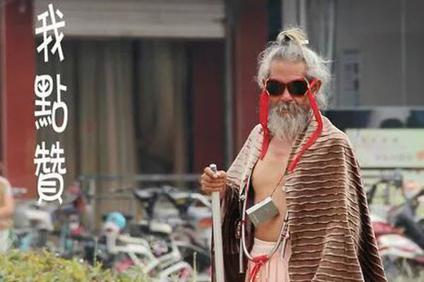 Photos of an elderly Chinese man with an ecclectic sense of fashion that has gone viral on the Chinese internet, allegedly homeless.