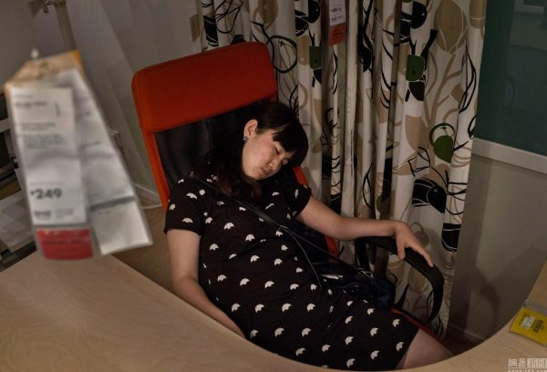 sleeping-chinese-at-ikea-beijing-china-01