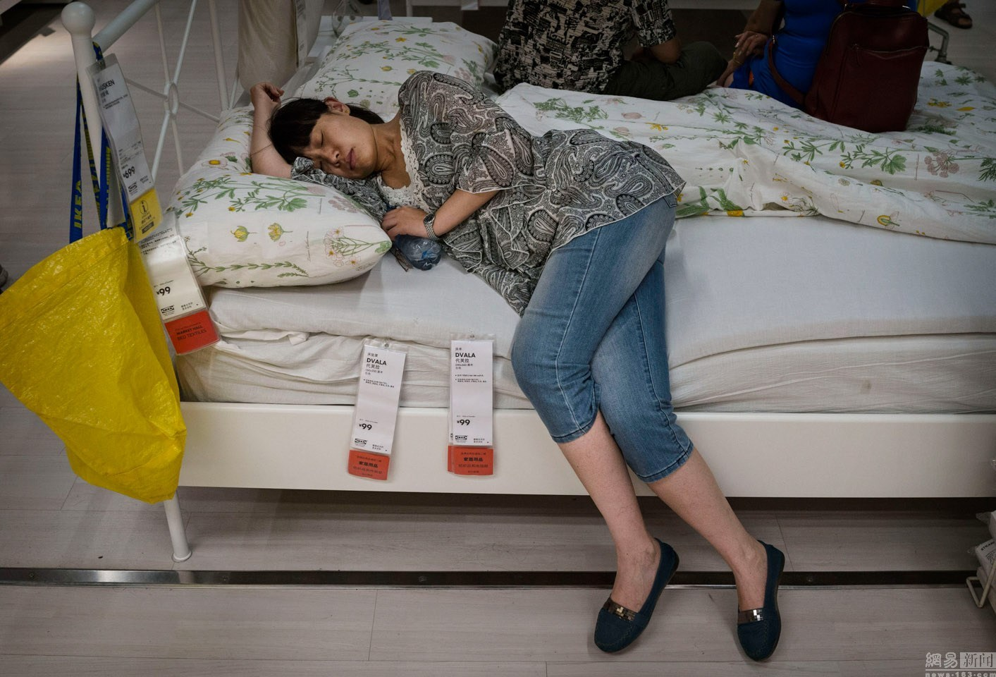 Ikea Shanghai frowns on elderly daters who occupy cafeteria