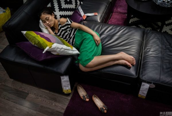 sleeping-chinese-at-ikea-beijing-china-15